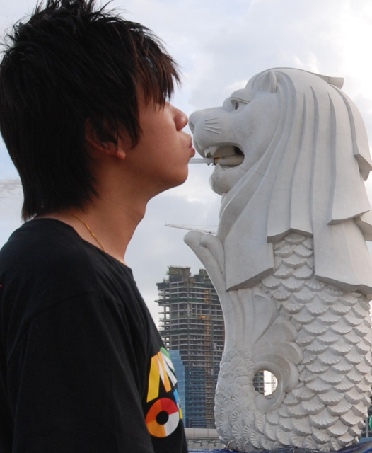 Ben loves Singapore.