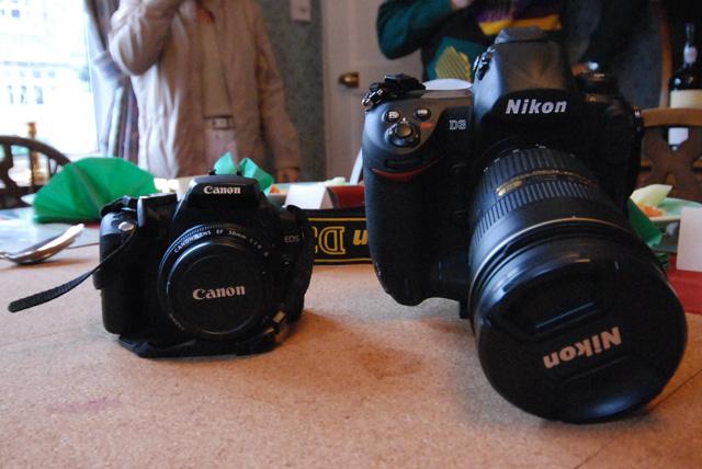 Linzhis Canon 350D vs. Guan Yees Nikon D3. Taken with my Nikon D80.